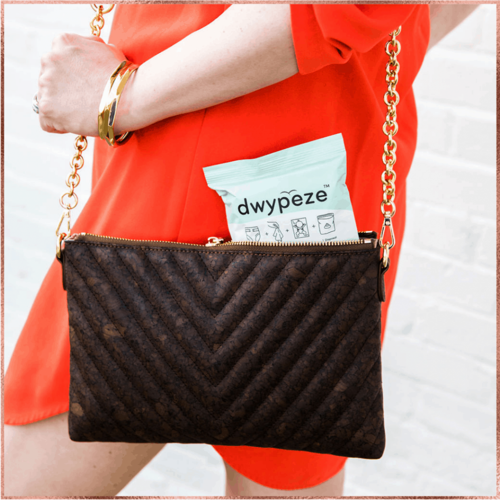 Dwypeze product in purse