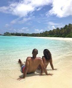 childfree-by-choice-couple-on-beach