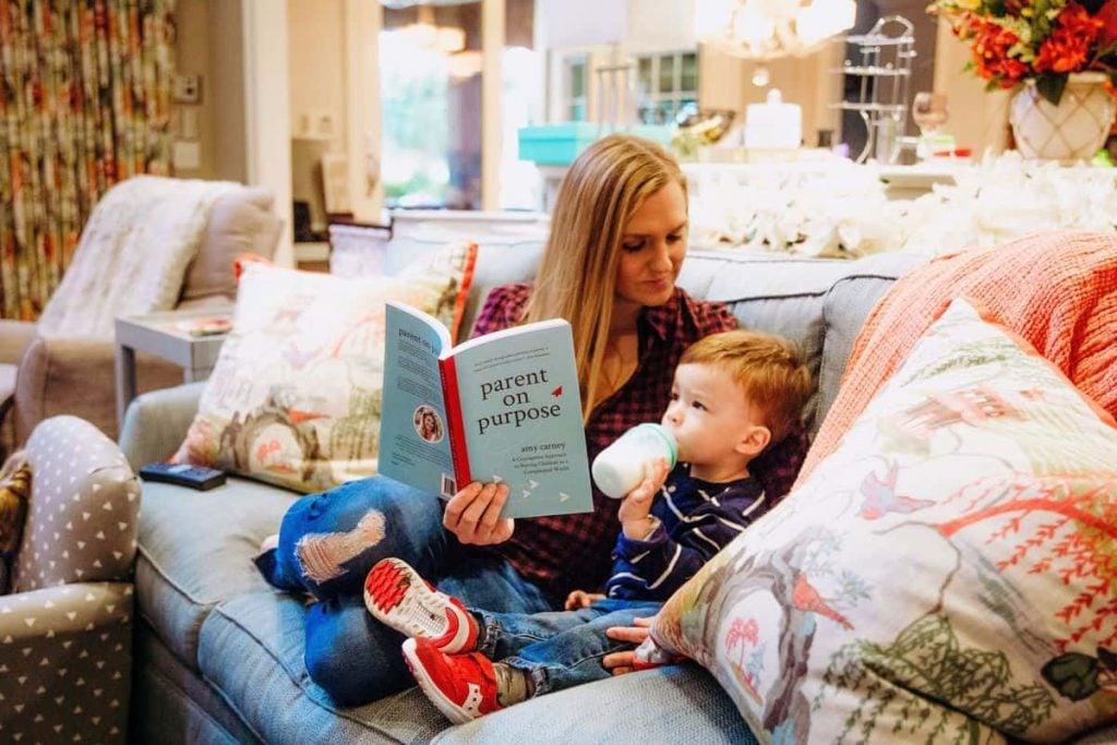 mom-reading-toddler-drinking-bottle